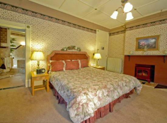 Brandon Inn: one of romantic bedrooms