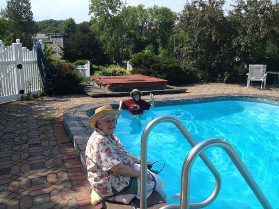 Brandon Inn: pool area