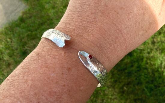 Eden Hand Arts: Shiner Bracelet with carnelian eye, love it!