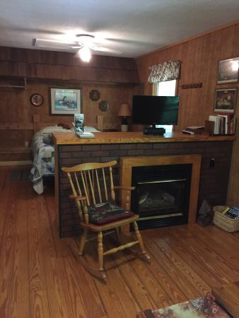 Ash Grove Mountain Cabins & Camping: Ash Grove cabins, very nice