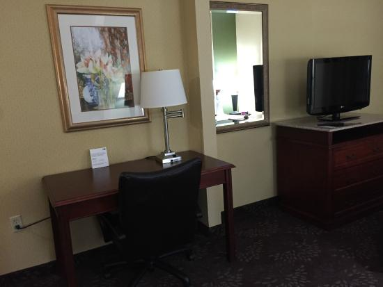 ‪‪Country Inn & Suites by Carlson San Jose International Arpt‬: Desk and TV‬