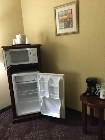 ‪‪Country Inn & Suites by Carlson San Jose International Arpt‬: Fridge and Microwave‬