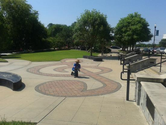 Treble clef at Albany GA - Picture of Ray Charles Plaza, Albany