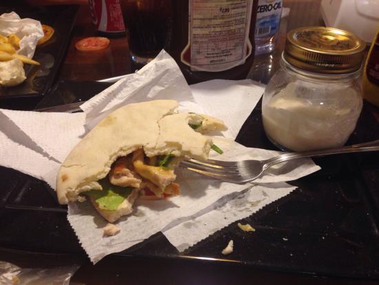 Portuga Lanches: Sanduíche natural com pão integral sírio. Delicia!😋🍙