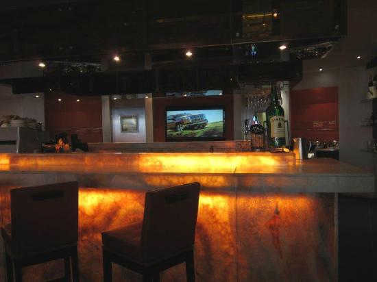 Comptoir bar - Picture of Restaurant L\'O, Montreal - TripAdvisor