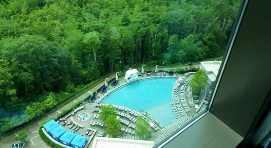 The Fox Tower at Foxwoods : view of the pool