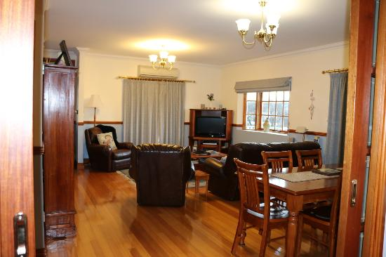 Quayside Cottages: Looking from the kitchen into the lounge/dining room of Bayview Cottage.