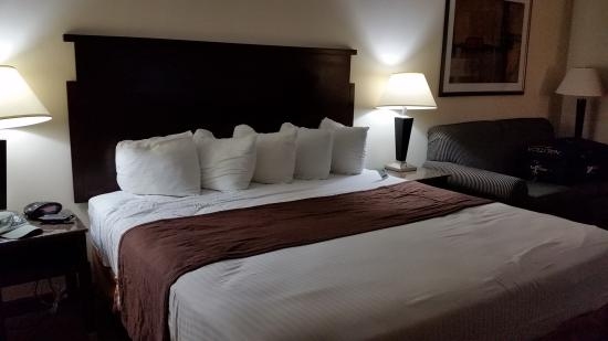 BEST WESTERN Porterville Inn: Clean large rooms so comfortable and very clean and quite