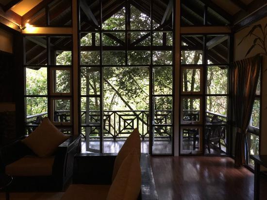 Kinabalu Park: Huge living room with spacious balcony outside