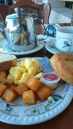 Festival Inn: typical hotel buffet breakfast, not for the gourmet