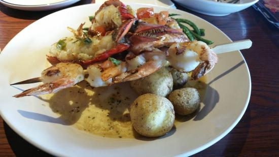 Red Lobster : Garlic Shrimp and lobster