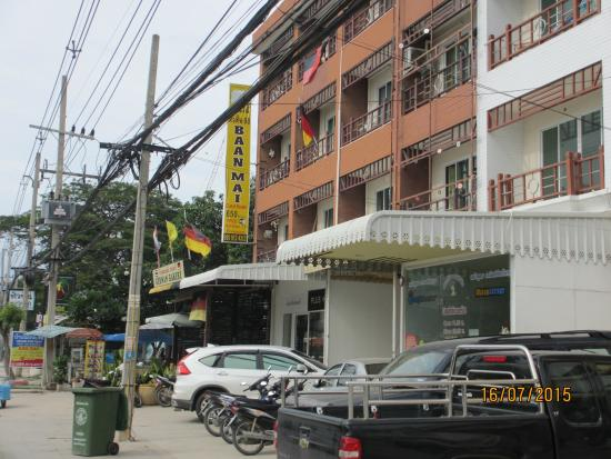 Nicha Hua Hin: German Bakery in the same row of the hotel