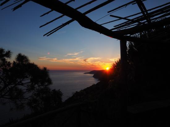 Casale Santa Rosalia: Zonsondergang vanuit de tuin
