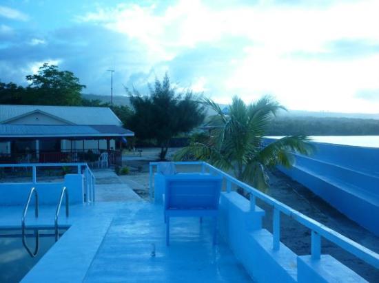 Auga Seaside Resort: Overlooking resort.