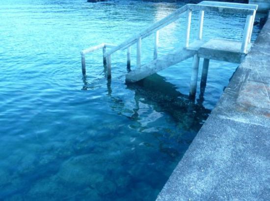 Auga Seaside Resort: Water down from wharf.