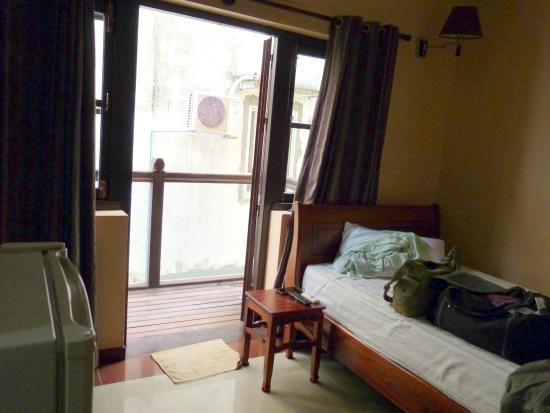 Neth Socheata Hotel: Bedroom with balcony