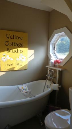 Corbett House Country Inn: You *WANT* to have a bath here!