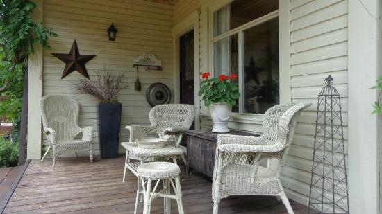 Corbett House Country Inn: The front porch.