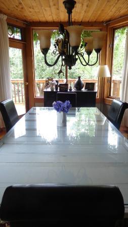 Corbett House Country Inn : The community table.