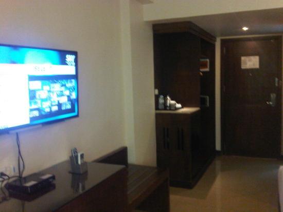 Mandarin Plaza Hotel: View Of The Entrance, Closet, Mini Bar And TV