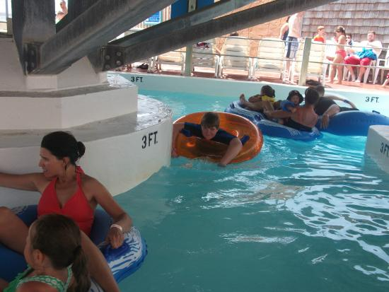 Boardwalk Adventures Water Park : Long looping lazy river