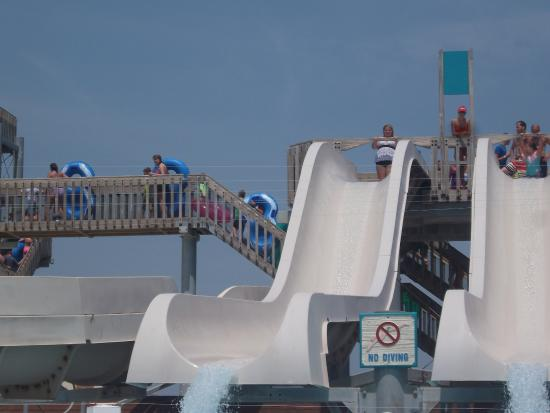 Boardwalk Adventures Water Park : Drop slide