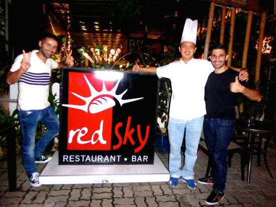 Red Sky Restaurant and Bar : Stefan and Sebastien posing with Chef Ben