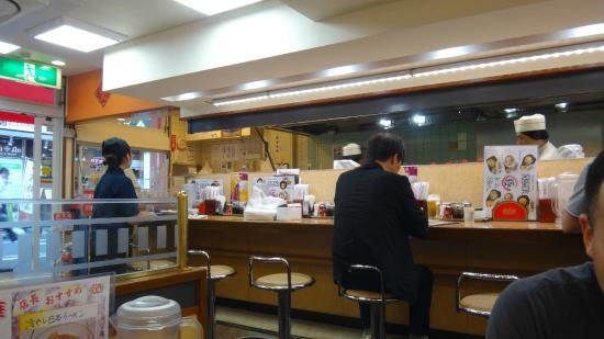 Gyoza no Ohsho, Shimbashi Ekimae: Counter service available plus seating
