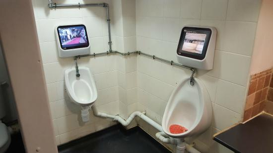 Ta Bouche Restaurant: Ta Bouche - the Gents with video screens!