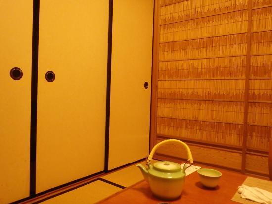 Moritaya Shijo Inokuma Honten: 4人用程度の個室室内