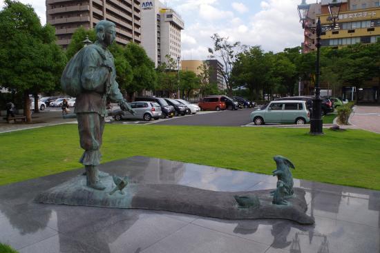 Toyoko Inn Tottori-eki Minami-guchi : 南口公園にある神話の国の像