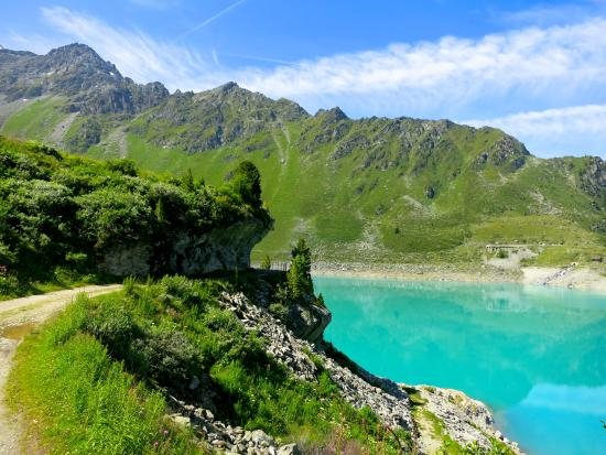 Nendaz, Suisse : Le barrage de Cleuson et ses eaux turquoises