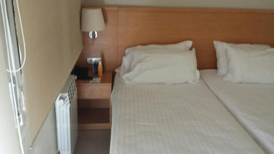 Spazio tra letto e muro lato finestra - Foto di Hotel Playafels ...