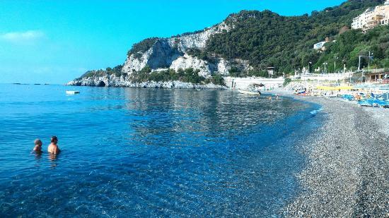 Matrimonio Spiaggia Bergeggi : Interno foto di grotta marina bergeggi