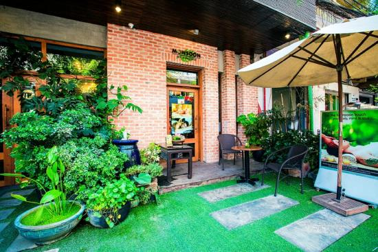 Hotel entrance picture of monsoon boutique hotel phnom for Best boutique hotels phnom penh