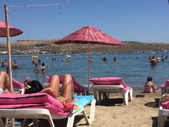 A Lora Beach Club