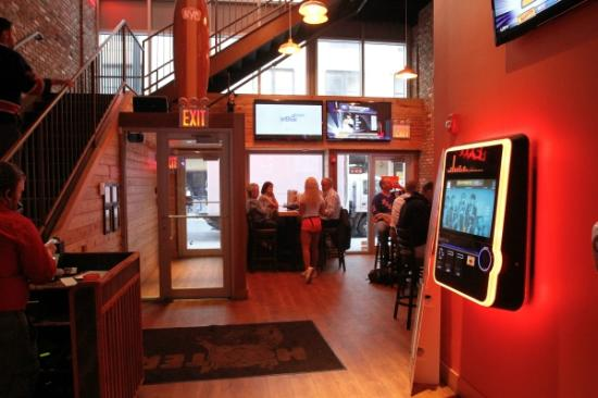 Sala superiore picture of hooters new york city for Sala new york
