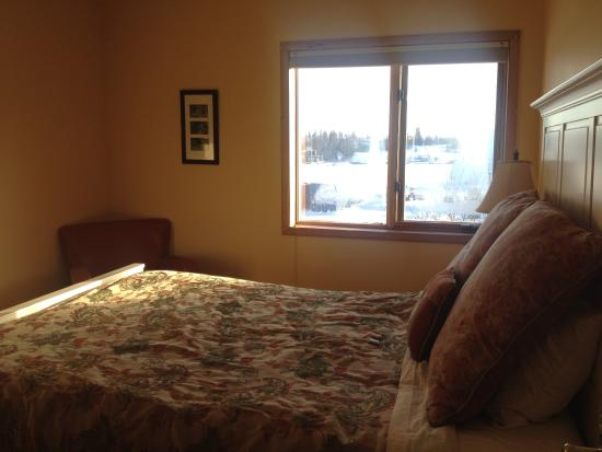 Bayside Bed & Breakfast: I could see the dancing northern light from the window in my room