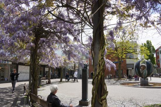 Square outside the hotel - Billede af Herlev Kro Hotel, Herlev - TripAdvisor