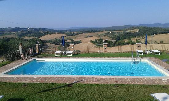 Casale Virgili: piscina con vista