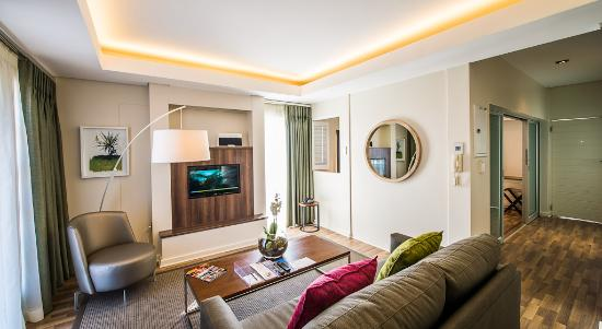 Genesis All-Suite Hotel: Living Area