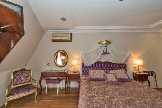 Daphne Hotel: Purple Room
