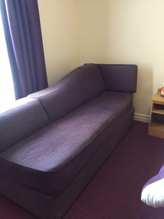 Premier Inn Merthyr Tydfil: Somewhere to sit instead of just sitting on the bed.