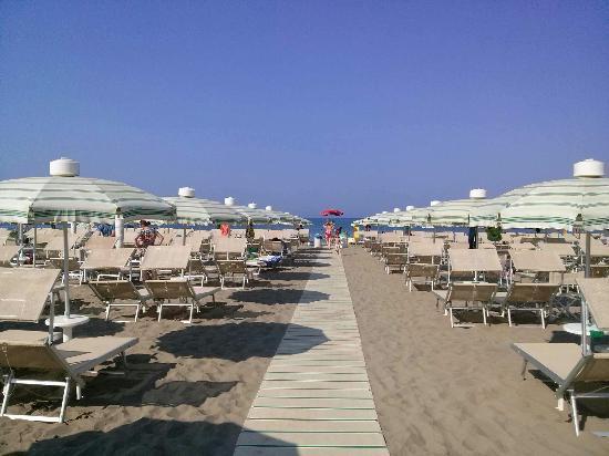 Bagno Moderno Marina Di Grosseto.La Passerella Foto Di Bagno Moderno Marina Di Grosseto
