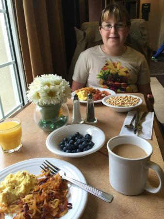 Homewood Suites Holyoke-Springfield/North: Breakfast Buffet