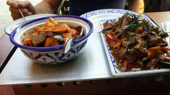 Baan Isaan: Leuk  restaurant.  Het het thais  eten  valt  tegen  zaterdag  daar gegeten  en het eten  was en