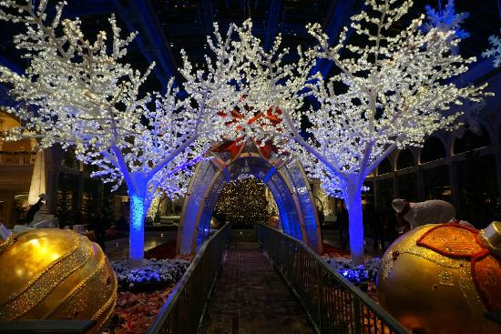 Xmas decoration at the hotel lobby picture of bellagio for When does las vegas decorate for christmas