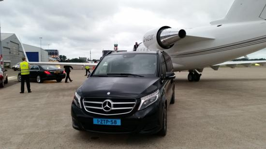 Pick up service bild von capital limousine service for Jet cars rotterdam opgelicht
