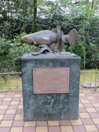 ‪Monument to Mosquito Fish‬