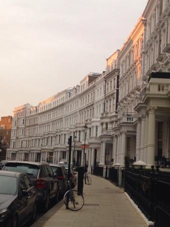 easyHotel London South Kensington: Road hotel is on